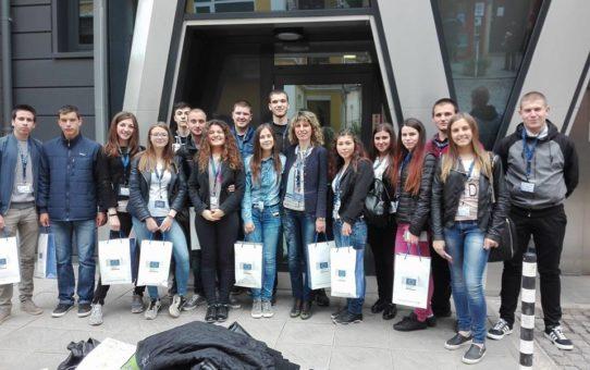 16 ученици от Старопрестолна професионална гимназия по икономика посетиха София, за да  участват в инициативите посветени на Деня на Европа – 9 май