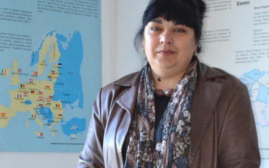"""За учителя с любов. Соня Маркова учи учениците си в Старопрестолната гимназия по икономика да не казват """"Не мога"""""""
