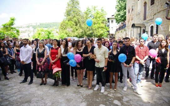 Старопрестолна професионална гимназия по икономика изпрати тържествено   поредния   си випуск - Випуск 2018.