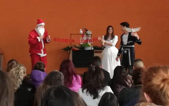 Старопрестолна професионална гимназия по икономика посрещна коледните и новогодишни празници с тържество и добри дела.