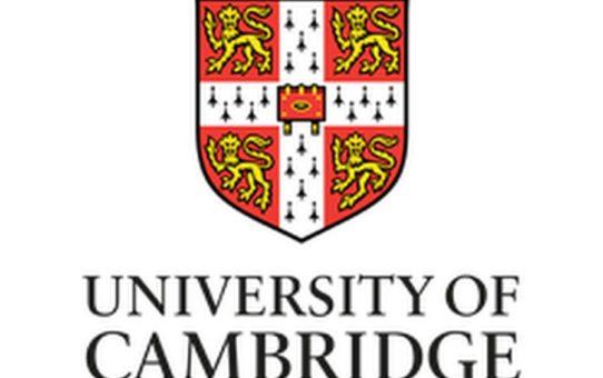 Двама зрелостници от Старопрестолна професионална гимназия по икономика получиха сертификати за владеене на английски език на Университета Кеймбридж