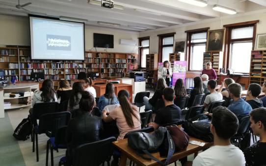 """Старопрестолна професионална гимназия по икономика организира кръгла маса под наслов: """" За по- успешно професионално образование и обучение чрез дейности по проекти на програма Еразъм +"""""""